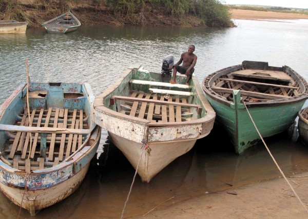 Photo: Kristy Siegfried/IRIN Boats used to ferry migrants across the River Ruvuma sit idle