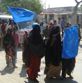 Photo: Contributor/IRIN Women demonstrating against Al-Shabab insurgents