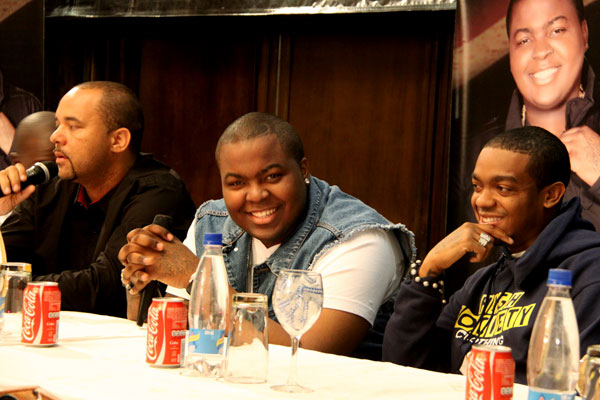 C&A Entertainment owner Clint Robinson far-left and Sean Kingston in the middle at a press-conference in Harare, Zimbabwe