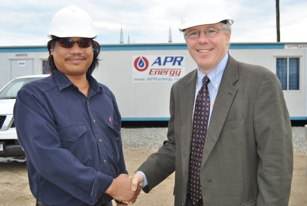 APR Energy Plant Manager Roel Duco and Acting Ambassador Michael Murphy at APR's 70MW power plant in Francistown, Botswana