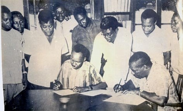 Julius Nyerere and Abeid Karume signing the Articles of the Union