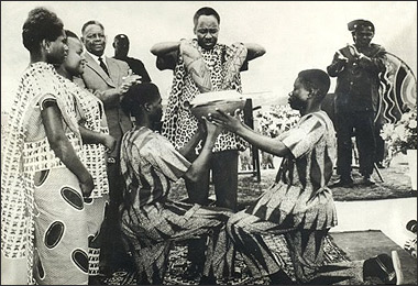 Julius Nyerere mixing soils of Tanganyika and Zanzibar symbolizing the Union