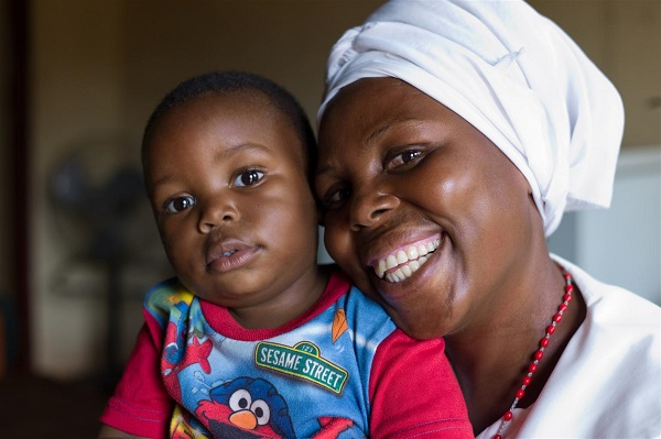 (A mother and child in Zambia. The Ministry of Health has tapped IBM to provide 2 190 clinics with easier access to 200 life saving drugs. Photo Credit - UNICEF Zambia)