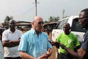 """Oxfam Chief Executive, Mark Goldring speaks to WASH R&E """"Media"""" as Oxfam Country Director, Salifu MM Sledge (back) looks ahead"""