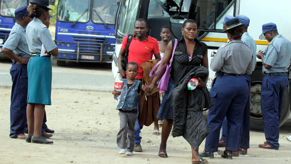 Some of the Zimbabweans arrive at a transit camp in Beitbridge,April 24,2015.Over 700 locals living and working in South Africa were repatriated after an outbreak of xenophobia attack against immigrates.REUTERS/Philimon Bulawayo (ZIMBABWE)