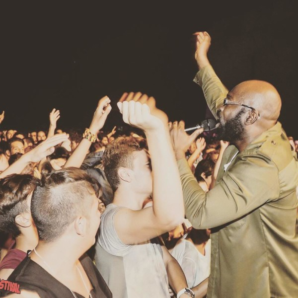 Richie Stephens performing for fans on his 2015 tour