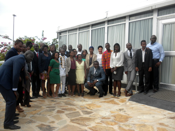 A large portion of participants posing for a group photo after the seminar