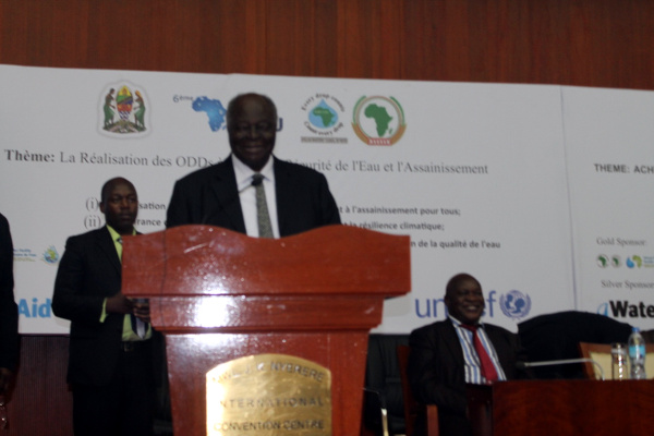 Former Kenyan President and now UNESCO Special Envoy for Water in Africa, Mwai Kibaki, delivering a Goodwill Statement at the 6th Africa Water Week