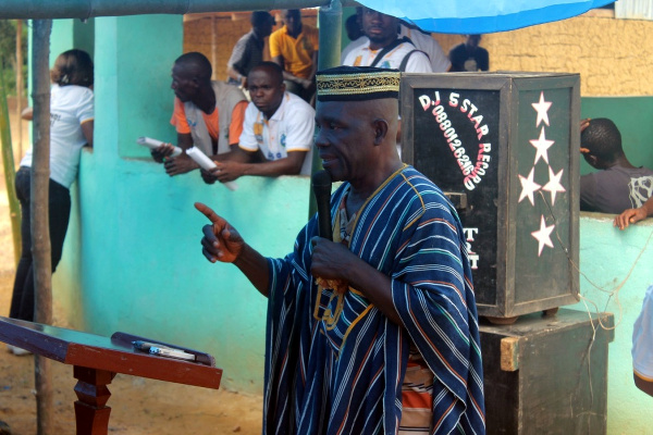 Paramount Chief of Kakata District, Fahn Lepolue cautioning Citizens about ODF status